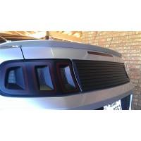 CDC Panel mellan baklysen Mustang GT/V6/Shelby 2010-14